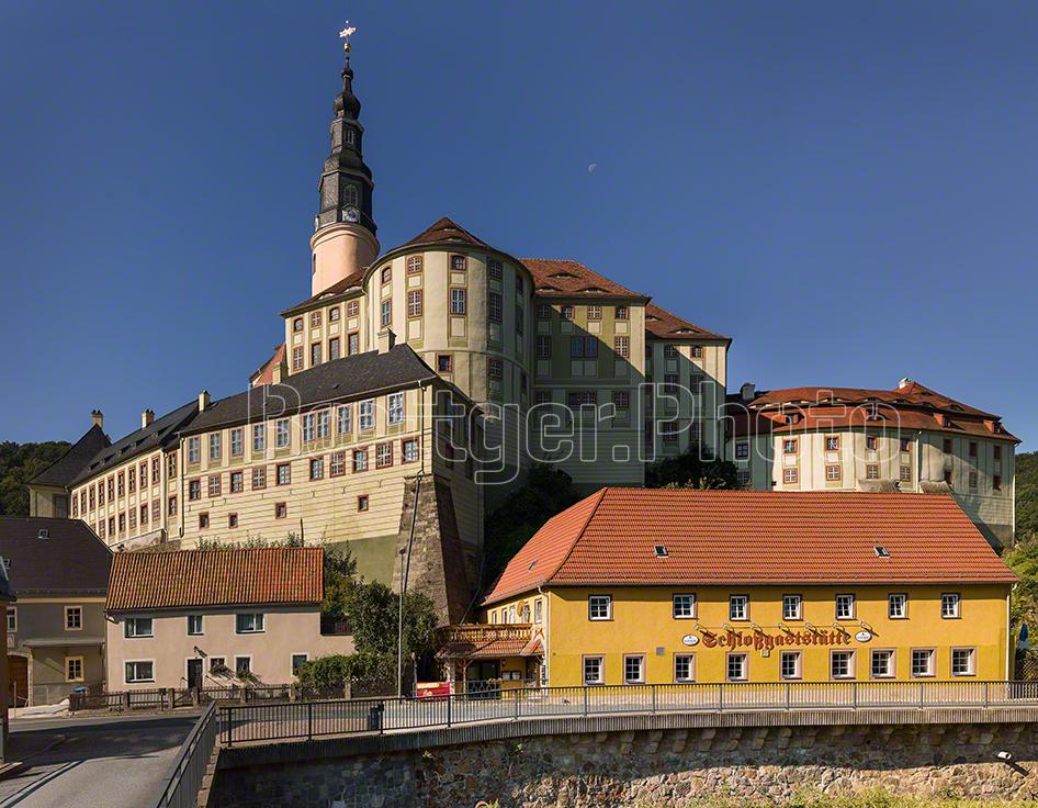 Schloss Weesenstein über Ort